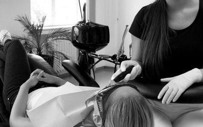 Zubní šperky pro ženy a jejich aplikace